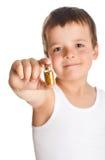 Weinig fles van de jongensholding met geïsoleerd stuifmeel - Stock Afbeelding