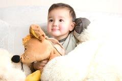 Weinig gelukkig jong geitje Stock Fotografie