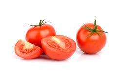 Weinig gesneden rode die tomaten op wit worden geïsoleerd Royalty-vrije Stock Foto