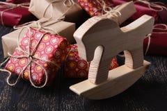 Weinig giftboxes op houten lijst Royalty-vrije Stock Fotografie