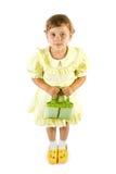 Weinig glimlachend meisje met groen stock afbeelding