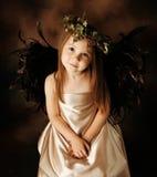Weinig Gouden en bruin engelenkind stock fotografie