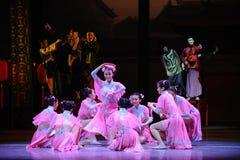 Weinig het liefje-Roze de meisje-eerste handeling van de gebeurtenissen van dans drama-Shawan van het verleden stock afbeelding