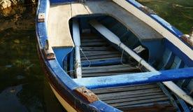 Weinig houten blauwe boot Stock Fotografie