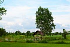 weinig hut in landbouwbedrijf royalty-vrije stock afbeeldingen