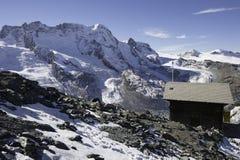 Weinig hut op de berg Stock Fotografie