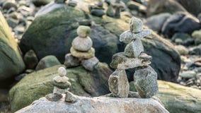 Weinig Inukshuk op het strand Royalty-vrije Stock Fotografie