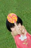 Jong geitje met lolly Royalty-vrije Stock Foto