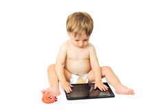 Weinig jong geitje op de tablet. Stock Foto