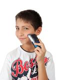 Weinig jong geitjejongen die met scheerapparaat scheert Royalty-vrije Stock Afbeelding