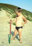 Weinig jongen bij het strand Royalty-vrije Stock Afbeeldingen