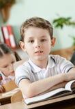 Weinig jongen is in de school Royalty-vrije Stock Fotografie