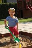 Weinig jongen in de zandbak Royalty-vrije Stock Foto