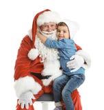 Weinig jongen die authentieke Santa Claus koesteren Royalty-vrije Stock Fotografie