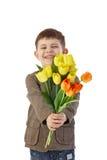 Weinig jongen die bloemen het glimlachen geeft Stock Fotografie