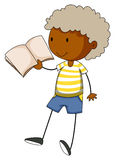 Weinig jongen die een boek leest Stock Afbeelding