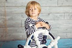 Weinig jongen die een stuurwiel houden Royalty-vrije Stock Fotografie