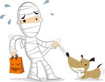 Weinig jongen die kostuum het spelen met hond dragen royalty-vrije illustratie