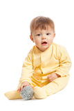 Weinig jongen die met stuk speelgoed speelt Stock Afbeeldingen