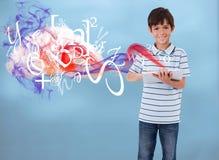 Weinig jongen die met wolk gegevensverwerking verbinden stock afbeeldingen