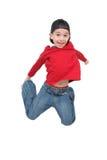 Weinig jongen die op geïsoleerdn springt Stock Foto's