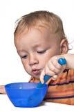 Weinig jongen die pret het eten hebben royalty-vrije stock afbeeldingen