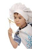 Weinig jongen eet spaghetti Royalty-vrije Stock Afbeelding