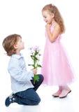 Weinig jongen en meisje in liefde Stock Afbeelding