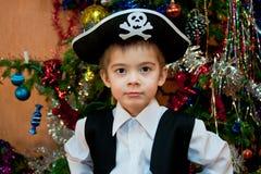 Weinig jongen in het kostuum van piraat Stock Fotografie
