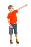 Weinig jongen het richten Stock Foto's