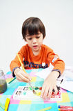 Weinig jongen het schilderen royalty-vrije stock afbeeldingen