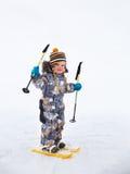 Weinig jongen het ski?en Stock Foto's