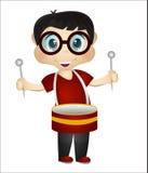 Weinig jongen het spelen trommels Stock Afbeelding