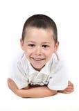 Weinig jongen het stellen met glimlach stock foto's