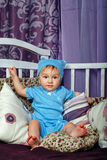 Weinig jongen in kinderdagverblijf Stock Afbeeldingen