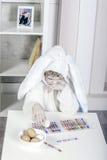 Weinig jongen kleedde zich als konijntje voor Pasen Stock Afbeelding