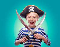 Weinig jongen kleedde zich als piraat Stock Foto