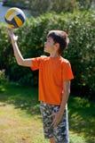 Weinig jongen met bal Royalty-vrije Stock Afbeelding