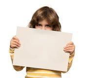 Weinig jongen met de reclame van banner stock afbeelding