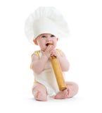 Weinig jongen met deegrol en kok geïsoleerded hoed Stock Foto