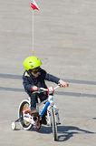 Weinig jongen met een fiets Stock Afbeelding