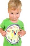 Weinig jongen met een klok Stock Foto's