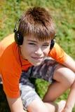 Weinig jongen met hoofdtelefoons Royalty-vrije Stock Afbeelding
