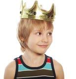 Weinig jongen met kroon Stock Afbeeldingen