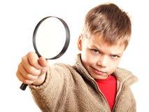 Weinig jongen met meer magnifier Stock Fotografie