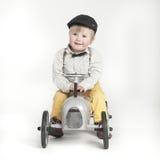 Weinig jongen met stuk speelgoed tractor Stock Foto's