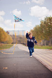 Weinig jongen met vlieger in het park Royalty-vrije Stock Afbeelding