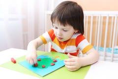Weinig jongen modellering Stock Afbeelding
