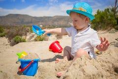 Weinig jongen op de strandvakantie Royalty-vrije Stock Afbeeldingen