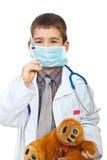 Weinig jongen speelt arts Stock Foto's
